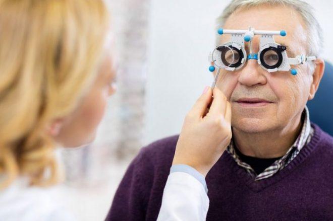 Отмечается нарушение зрение