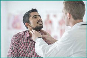 Врач эндокринолог принимает пациента