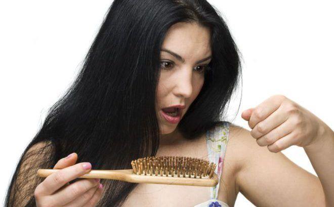Больше обычного выпадают волосы