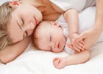 младенец не спит днем