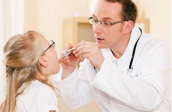 Ложный круп у детей: отличия от истинного, симптомы, оказание первой помощи и лечение болезни