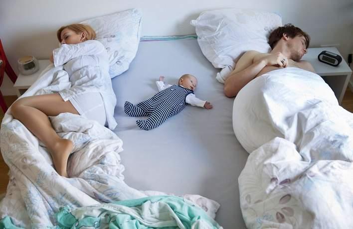 как мягко отучить грудничка от сна с родителями