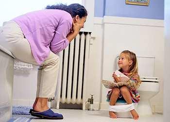 с какого возраста приучать ребенка к горшку