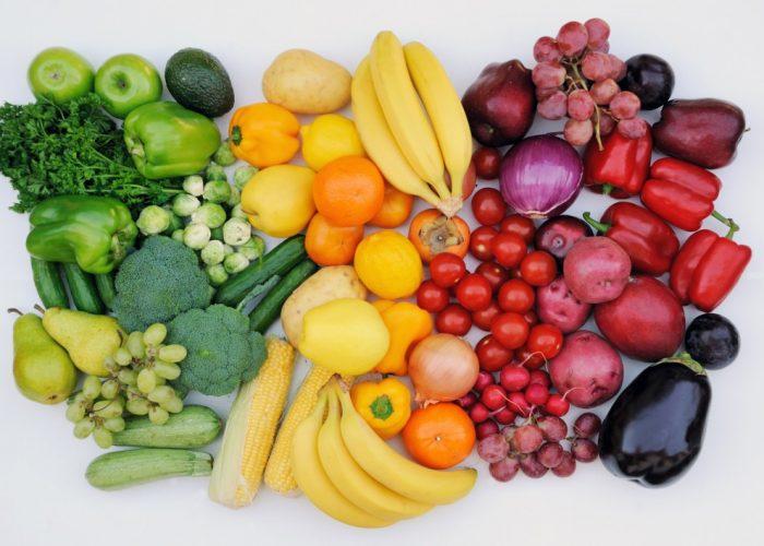 Потребление большого количества свежих овощей и фруктов