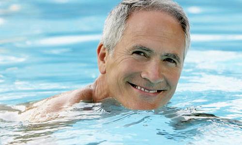 заниматься плаваньем